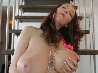 TeenrnBusty Buffy shows missing extreme boobs