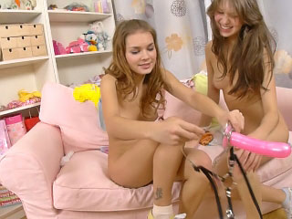Twosome crazy hot lesbian teenies loving every other with respect to dildo